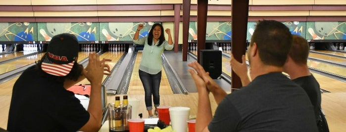 Sunset Bowling Lanes is one of Tempat yang Disimpan Jenn 🌺.