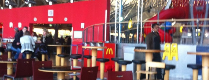 McDonald's is one of Orte, die Erik gefallen.
