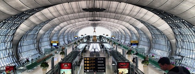 Aeroporto Suvarnabhumi (BKK) is one of Locais curtidos por Jay.