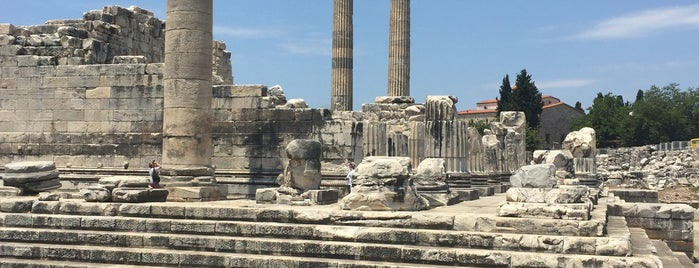 Apollon Tapınağı - Temple Of Apollon is one of สถานที่ที่ E A ถูกใจ.