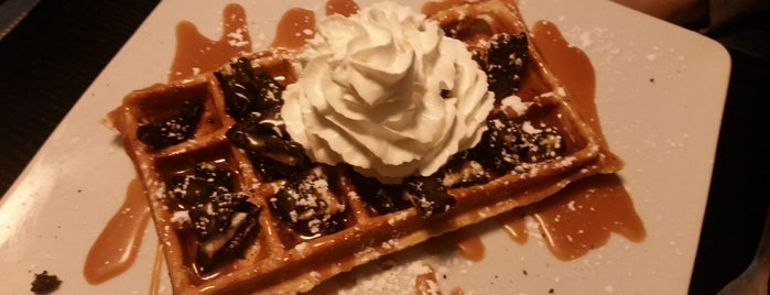 French Waffle is one of Paris cheap eats.