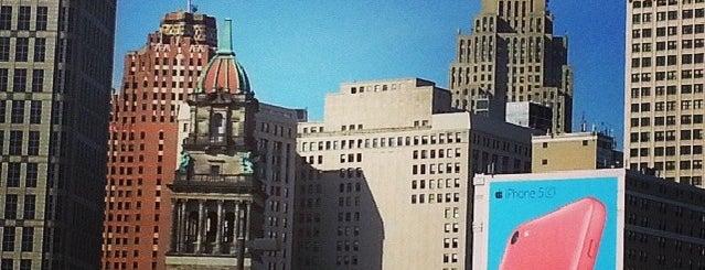 Blue Cross Blue Shield of Michigan Tower 500 Renaissance Center is one of Posti che sono piaciuti a Felicia.