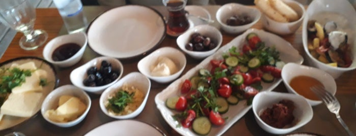 larose cafe is one of สถานที่ที่ Funda ถูกใจ.