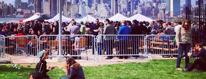 Smorgasburg Williamsburg is one of Tempat yang Disukai Erik.