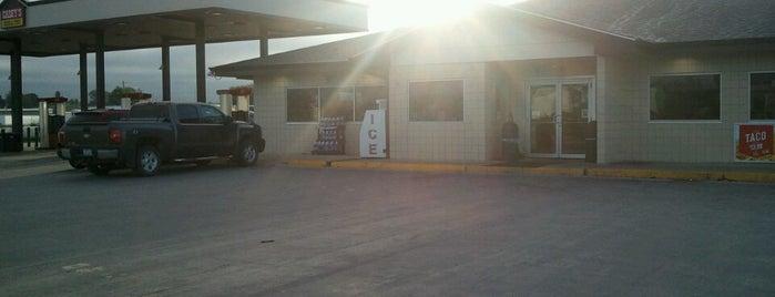 Casey's General Store is one of Orte, die Andrew gefallen.