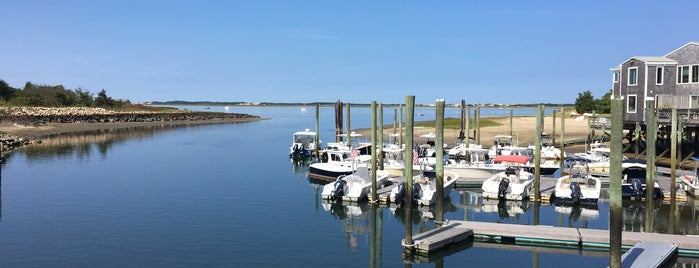 Hyannis Whale Watch Cruise is one of Tempat yang Disukai James.