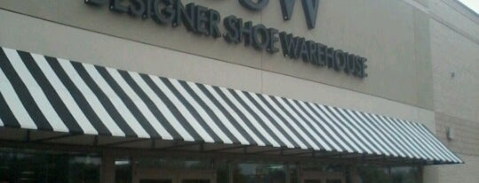 DSW Designer Shoe Warehouse is one of Brooke 님이 좋아한 장소.