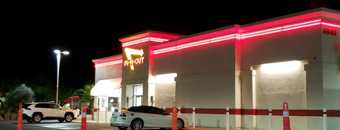 In-N-Out Burger is one of Scott 님이 좋아한 장소.