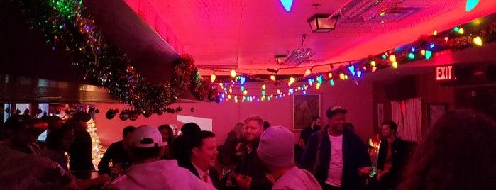 Gracie's Tax Bar is one of Lieux qui ont plu à Justin Eats.