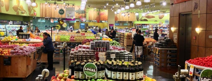 Whole Foods Market is one of Locais curtidos por Karen.