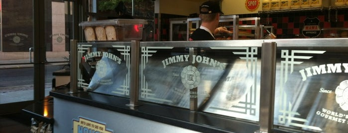 Jimmy John's is one of Lugares favoritos de Chris.