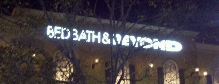 Bed Bath & Beyond is one of Danさんのお気に入りスポット.