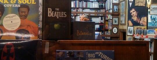 Librería Paradiso is one of สถานที่ที่บันทึกไว้ของ Giovanna.
