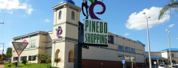 Pinedo Shopping is one of Lugares.