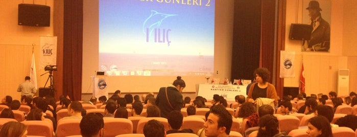 Ege Üniversitesi Fen Fakültesi A Blok is one of Posti che sono piaciuti a Volkan.