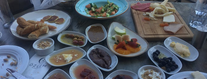 Özlem Restoran is one of Berrin : понравившиеся места.