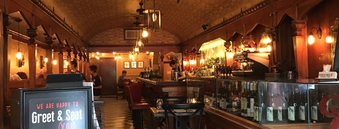 Provender Kitchen &Bar is one of สถานที่ที่บันทึกไว้ของ Dana.