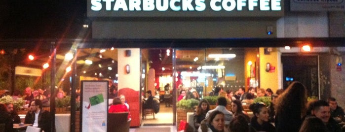 Starbucks is one of Orte, die Duygu gefallen.