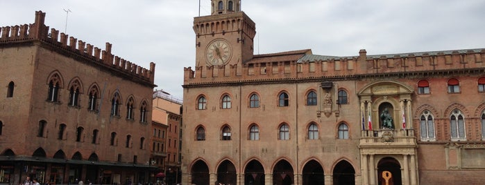 Piazza Maggiore is one of Bologna travel tips.