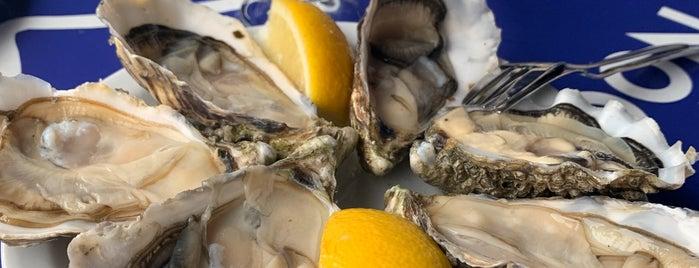 Oysters & Smørrebrød is one of Lugares favoritos de Natalya.