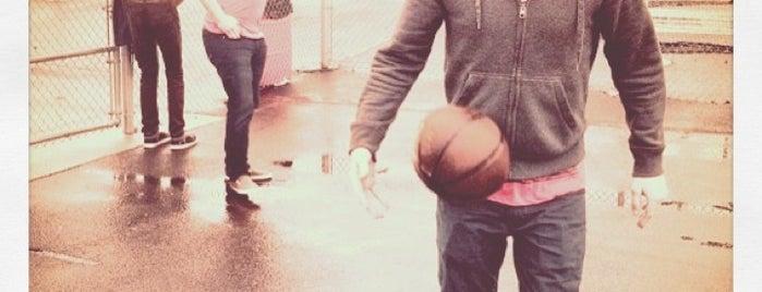 White Men Can't Jump (EPES Basketball Court) is one of Lee'nin Beğendiği Mekanlar.