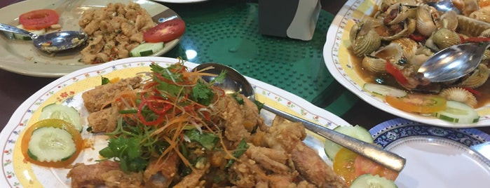 KTM Thai Seafood Restaurant is one of Posti che sono piaciuti a S.