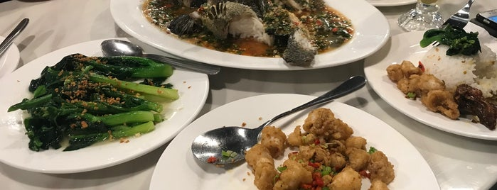Semporna Enak Seafood Restaurant is one of S'ın Beğendiği Mekanlar.