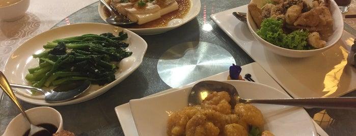 Li Gong Restaurant is one of Locais curtidos por S.