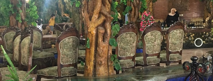 Ghasr-e Honar Restaurant | رستوران سنتی قصرهنر is one of Tempat yang Disukai H.