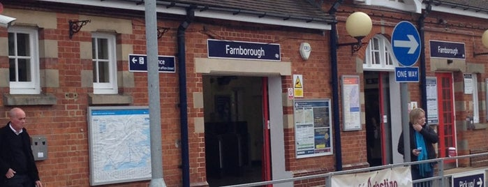 Farnborough Main Railway Station (FNB) is one of Lieux sauvegardés par Benjamin.