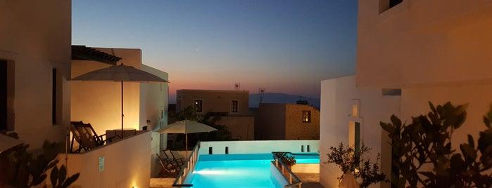 Oia Sunset Hotel is one of Locais curtidos por Bradley.