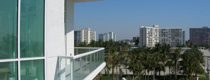 Showing A Condo At Plaza At The Oceanside is one of Posti salvati di Adrian.