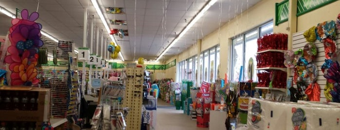 Dollar Tree is one of Lieux qui ont plu à Ray.