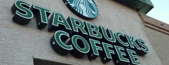 Starbucks is one of Lugares favoritos de Clayton.