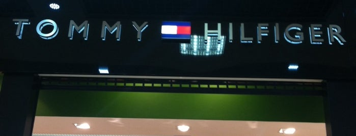 Tommy Hilfiger is one of Lieux qui ont plu à Illia.