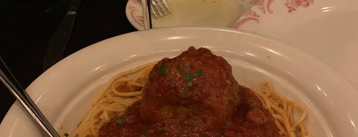 Maggiano's Little Italy is one of Posti che sono piaciuti a Step.