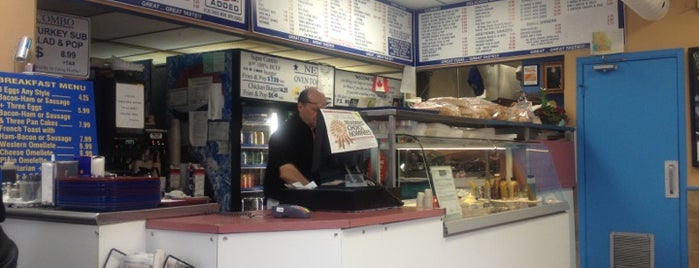 Grillway Subs and Burgers is one of Lugares favoritos de Alex.