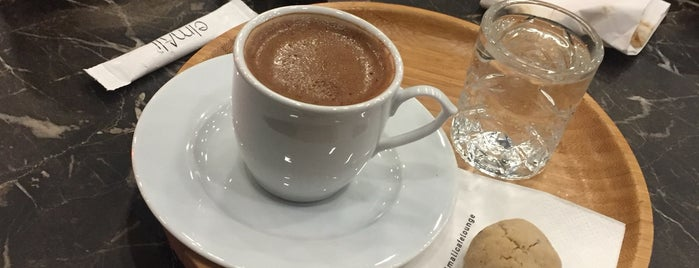 ElmAli Cafe is one of Posti che sono piaciuti a Mujdat.