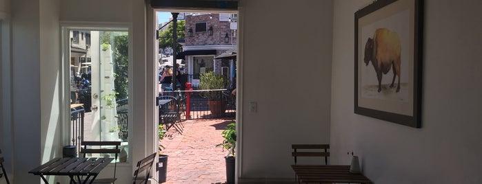 Cafe Metropole is one of Tempat yang Disukai Barry.