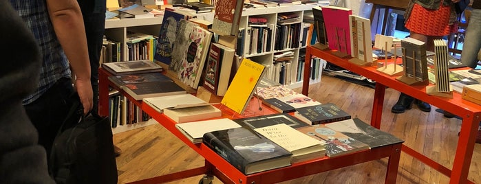 Berl's Brooklyn Poetry Shop is one of Gespeicherte Orte von Stephen.