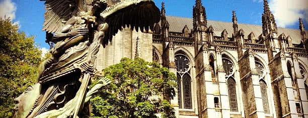 Cathedral Church of St. John the Divine is one of Locais curtidos por Cindy.