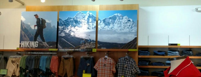 Eddie Bauer Outlet is one of Tempat yang Disukai Kevin.
