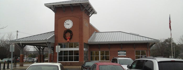Amtrak - Cary Station (CYN) is one of Lugares favoritos de Chris.
