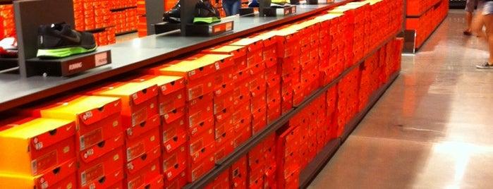 Nike Factory Store is one of Orte, die Marcio gefallen.