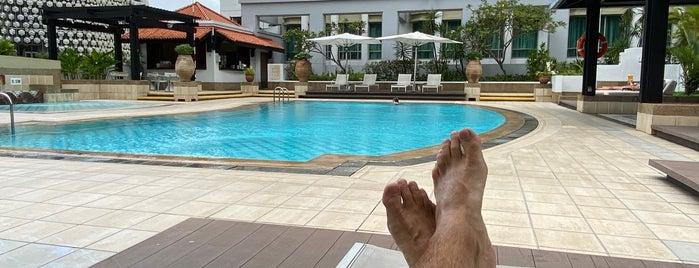Intercontinental - Poolside is one of Orte, die Sarah gefallen.