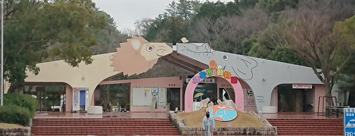 浜松市動物園 is one of Locais curtidos por Masahiro.