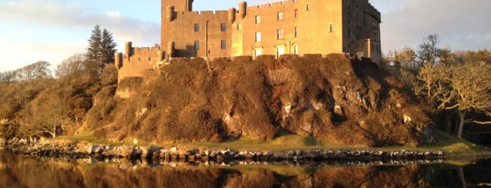 Dunvegan Castle & Gardens is one of J's Liked Places.
