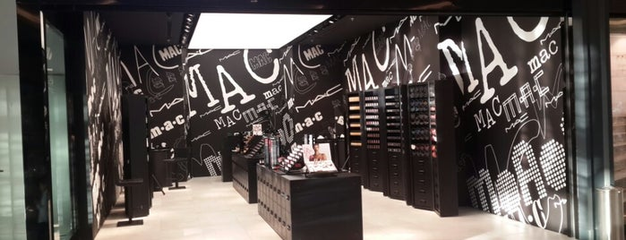 MAC Cosmetics is one of Gizem 님이 좋아한 장소.