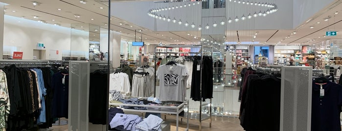 H&M is one of Brettさんのお気に入りスポット.