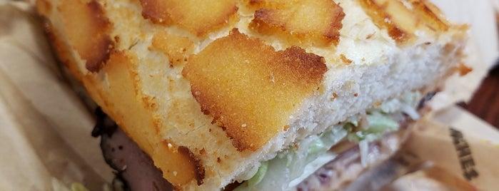 Ike's Love & Sandwiches is one of Orte, die Allison gefallen.